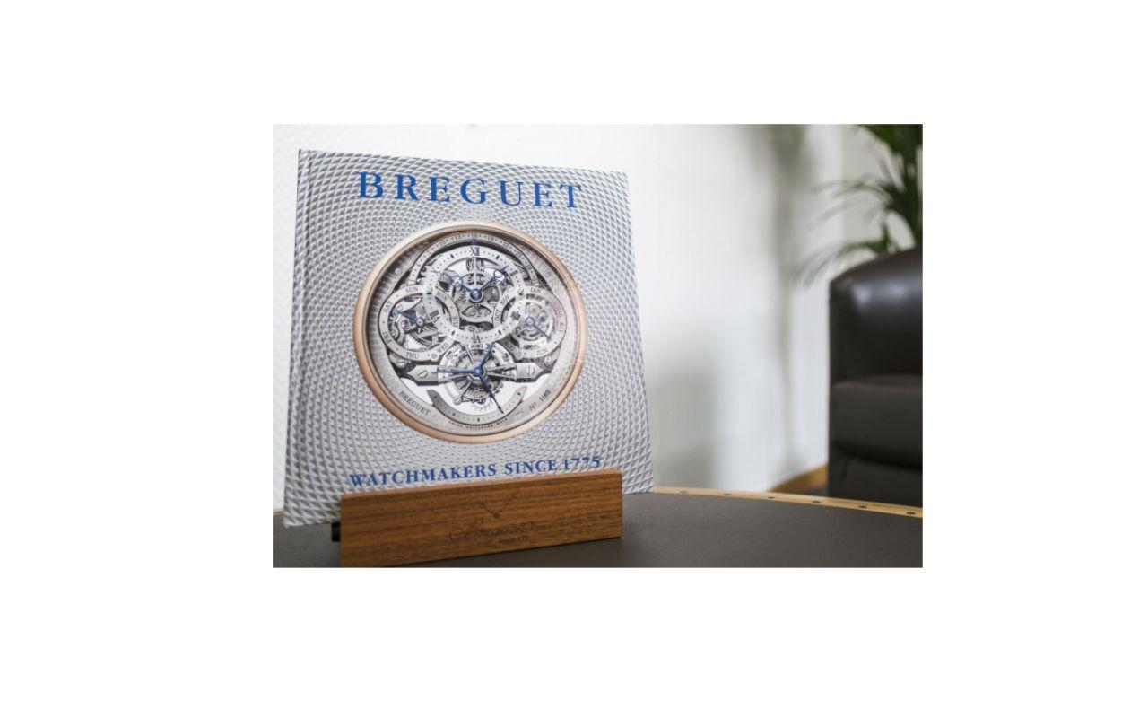 Breguet lanza libro