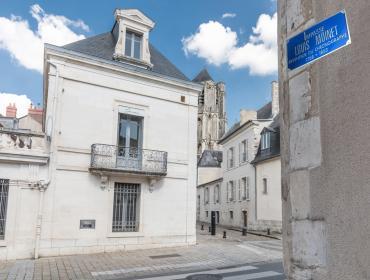 Inauguran calle en honor al relojero Louis Moinet
